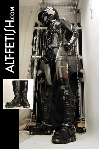 ラバーキャットスーツ二ブーツ、ヘルメットで武装してオナニーする