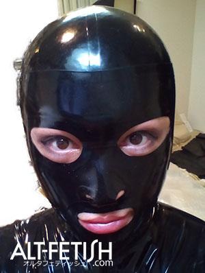 このマスクはリビデックス。売ってないんだけどアイホールかわいい&突っ張りで「整形」効果高し!!
